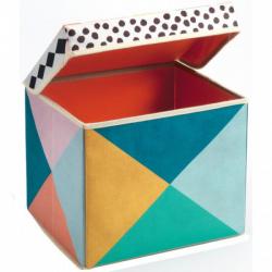 Caja de juguetes y asiento.